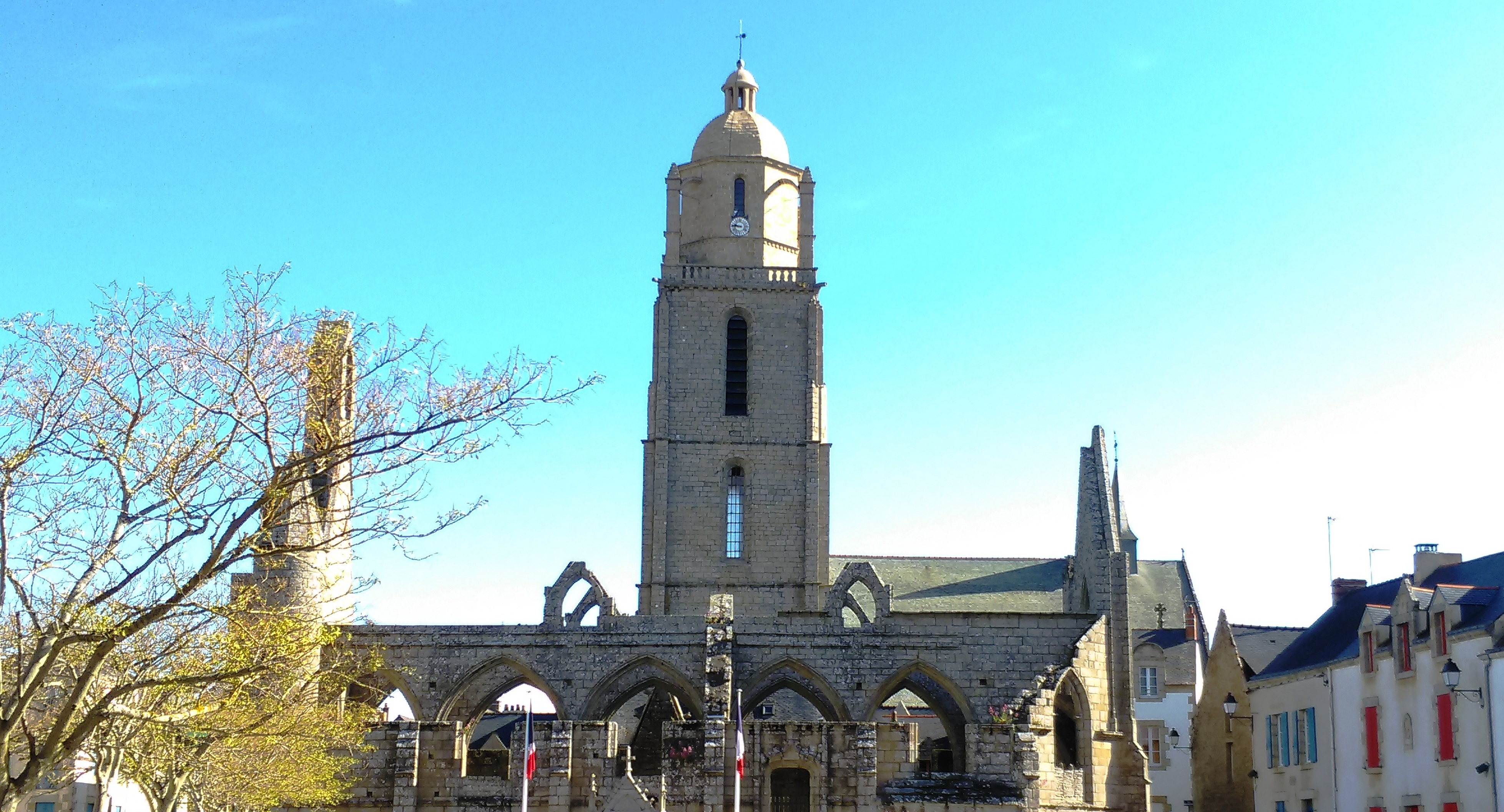 Chapelle du Murier et Eglise St Guénolé